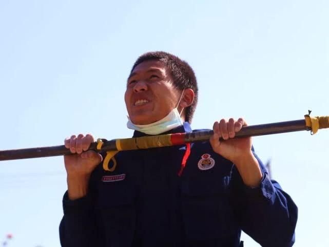 预备消防士陈珂在器械课目上成绩不稳定,有时甚至不及格,在冬季大练兵考核中,旁人认为他最多就是及格水平,但他在考核中成绩达到了优秀。